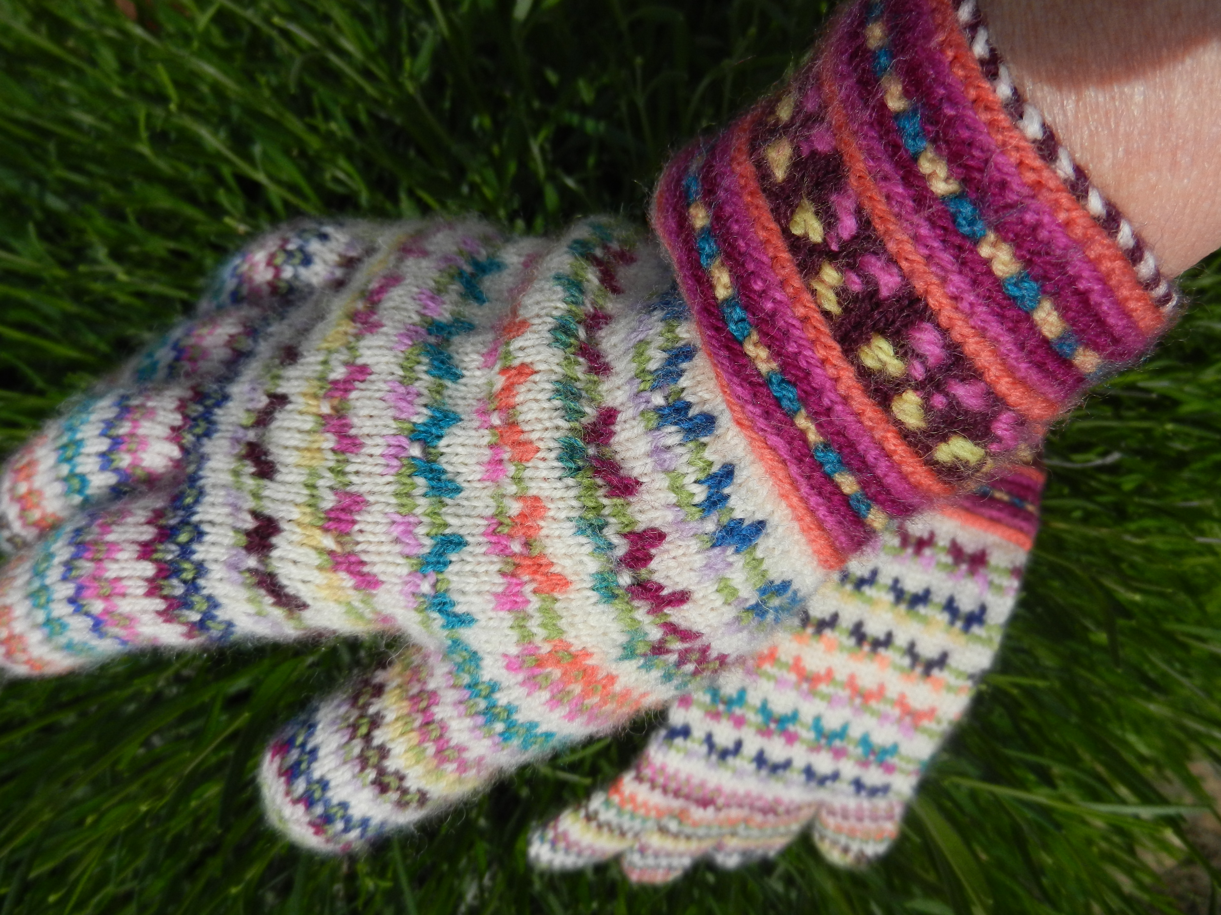Fingerless gloves darn yarn - Something Made From Odds And Ends And Yarn Scraps Is Always Satisfying But It May Be A While Before I Work Another Pair Of Multi Coloured Gloves
